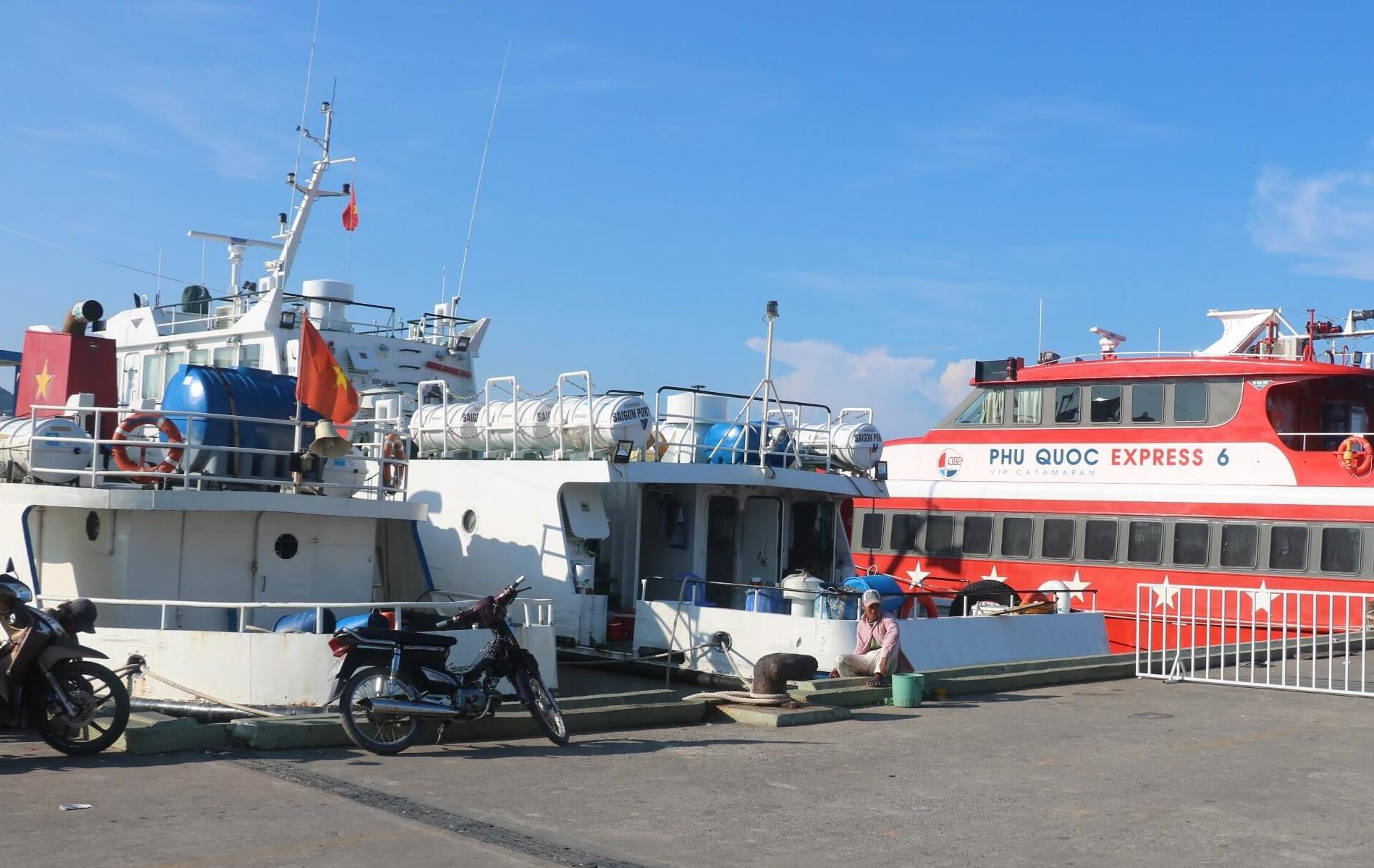Từ bến tàu Bãi Vòng bạn có thể đến Amarin Resort nhanh nhất