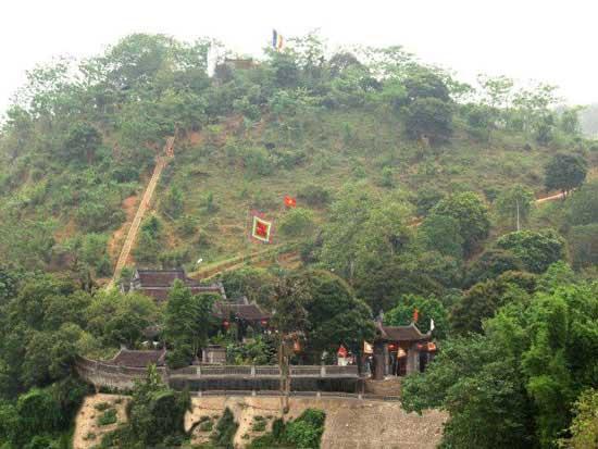 Hình ảnh đền ông Hoàng Bảy từ góc nhìn trên cao