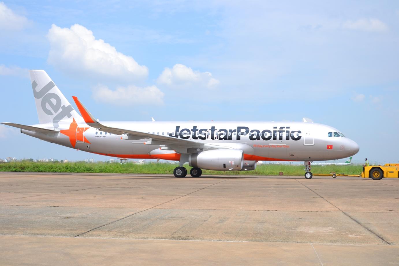 Kết quả hình ảnh cho máy bay của jetstar